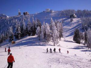 De joi se poate schia în Poiana Braşov