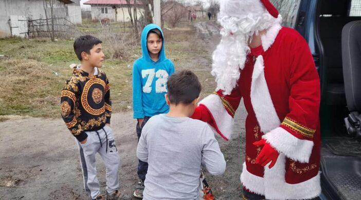 6000 de copii din familii nevoiașe din județul Călărași s-au întâlnit azi cu Moș Crăciun